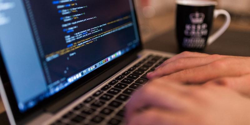 Coût création site web : développement
