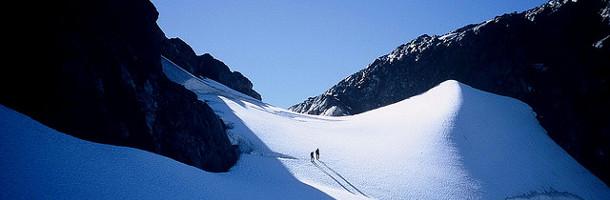 Ne te demande pas comment atteindre au mieux le sommet de la montagne. Grimpe.